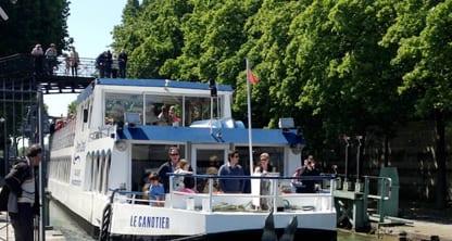 Canotier sur Canal Saint Martin