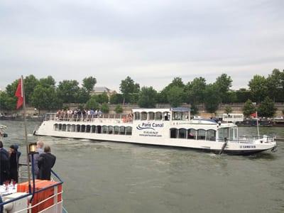 peniche le canotier sur la Seine