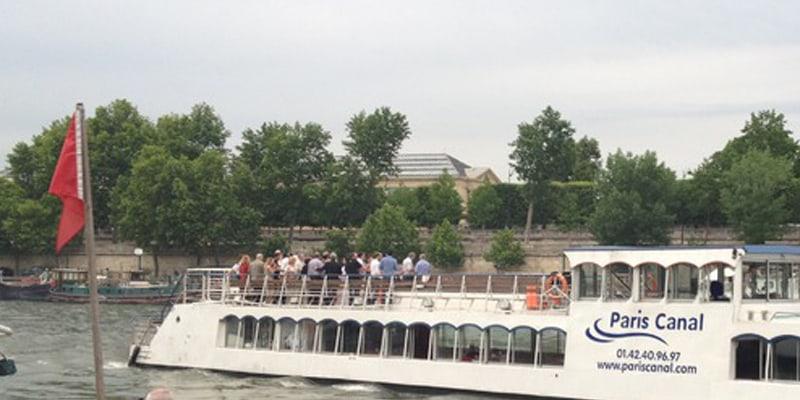 groupe en bateau sur la seine
