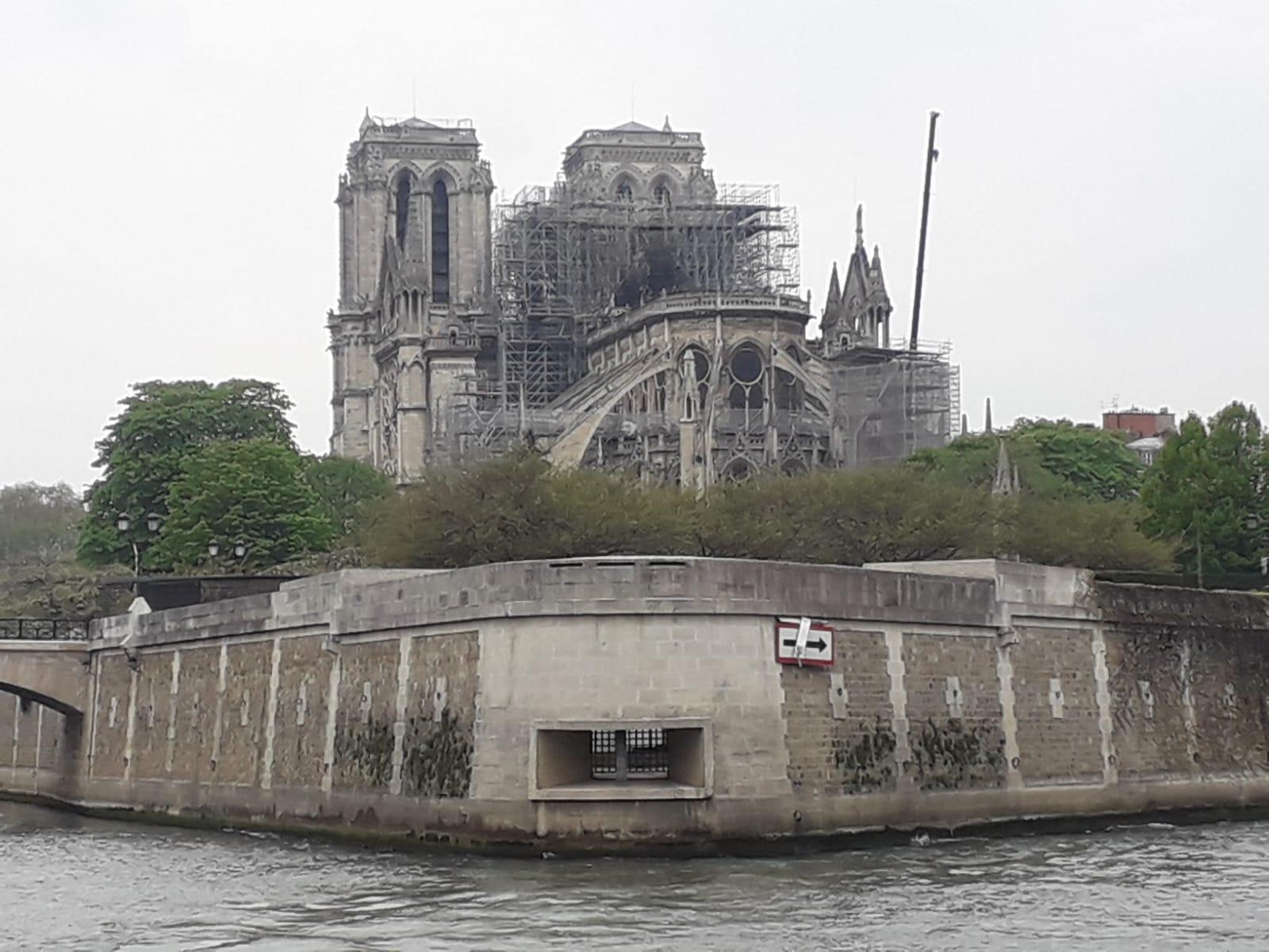 Notre Dame de Paris est encore là