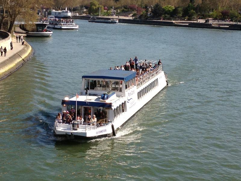 bateau le canotier sur la Seine