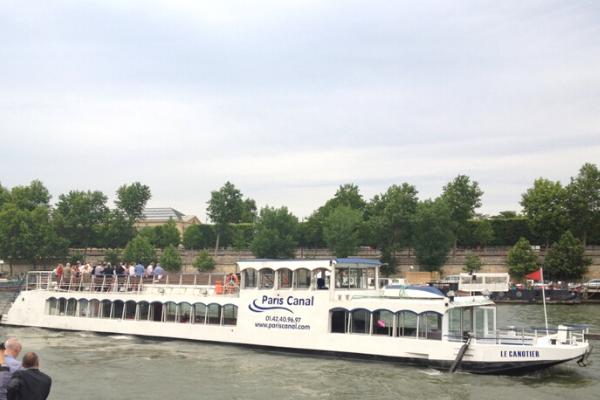 Bateau le Canotier sur la Seine Notre Dame-2
