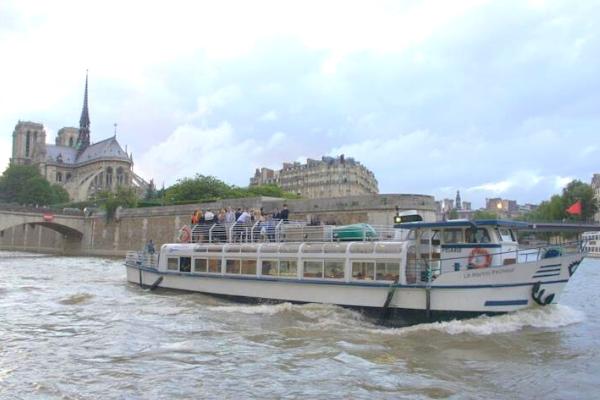 Martin Pêcheur sur la Seine devant Notre Dame-2