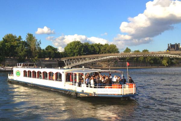 bateau la guêpe buissonnière sur la Seine Notre Dame-2