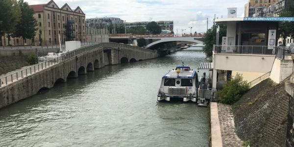bateau électrique écluse canal saint-denis